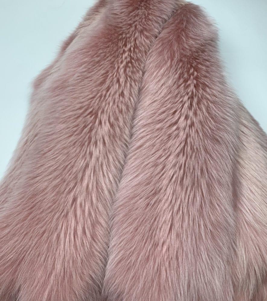 Енот крашенный в пыльно-розовый