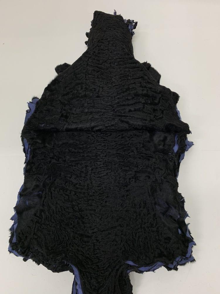 Шкурки каракуля черные крашенные