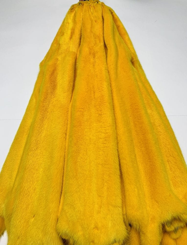 Шкурки норки цвет жёлтый