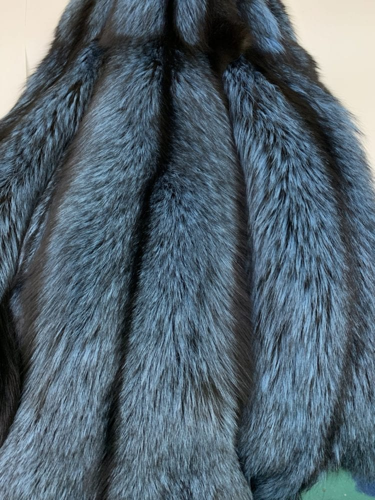 Шкурки лисы голубые