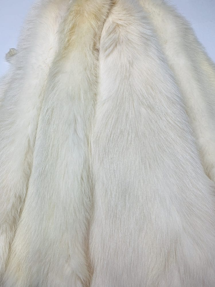 Мех енота белый