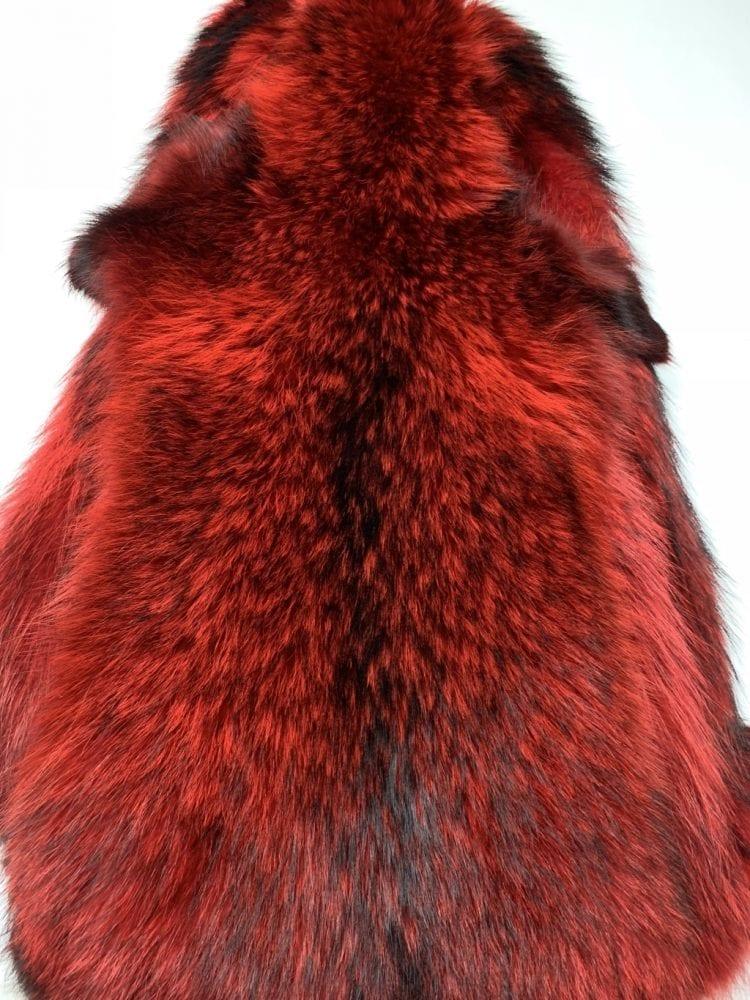 Шкурки енота красные