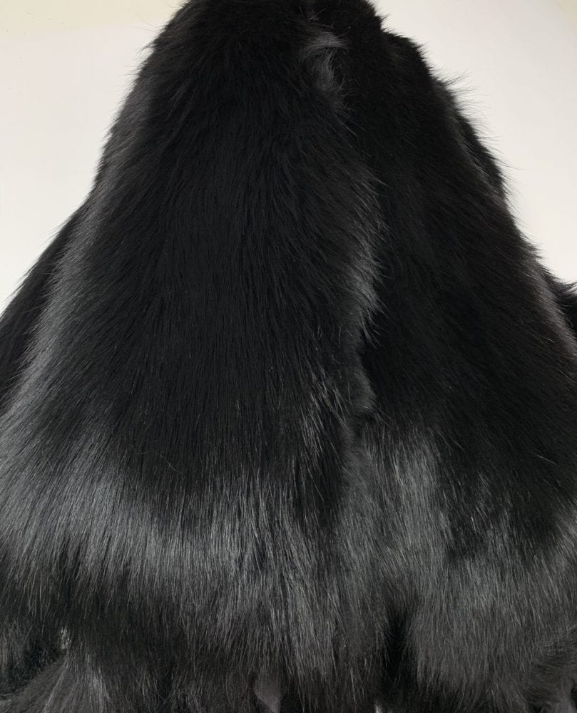 Шкурки енота чёрные