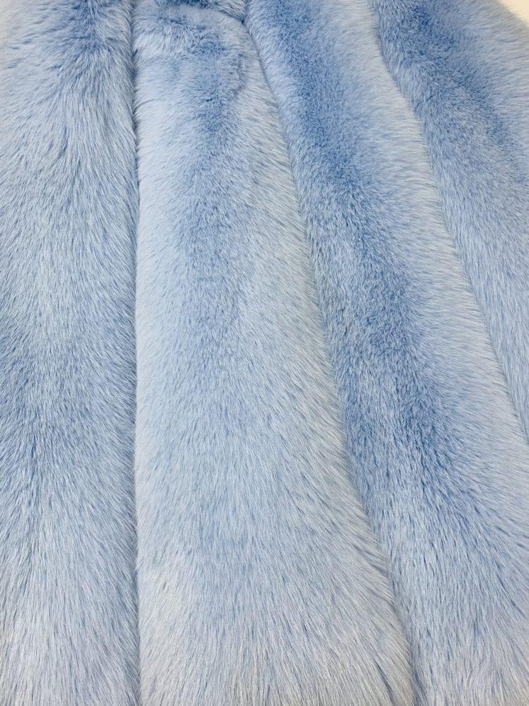Шкурки песца цвет голубой