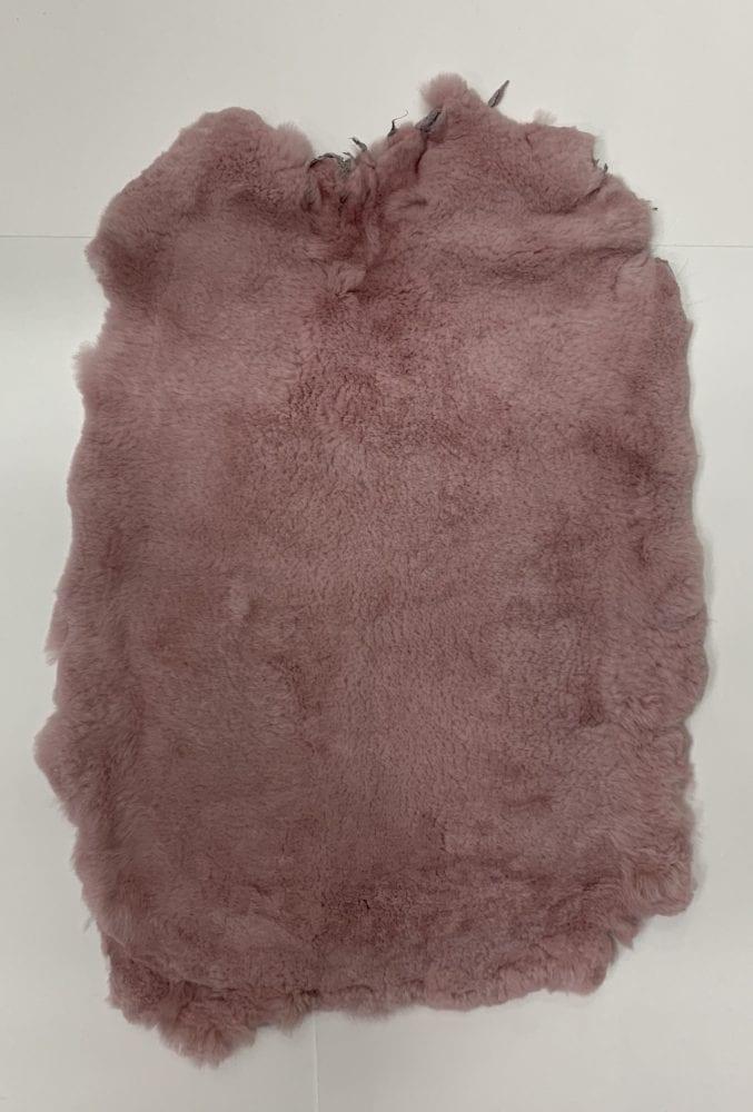 Шкурки кролика цвет темно розовый (стриженный)